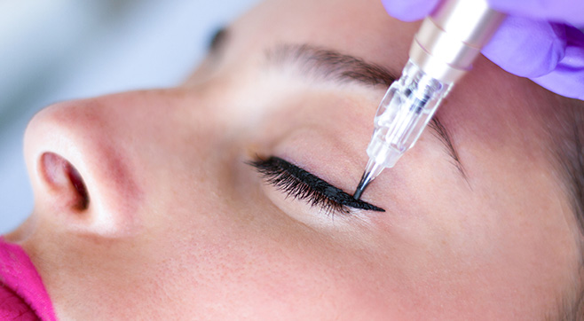 Eyeliner cosmetic tattoo (Top Only)